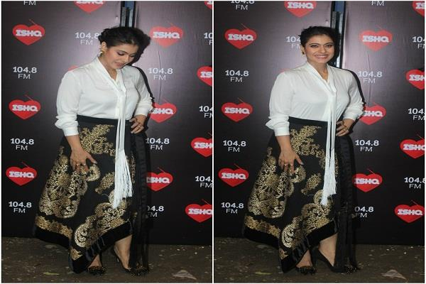 kajol arrived in kareena s radio show looked stunning in black and white dress