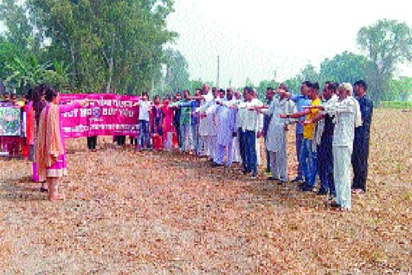 girl students made aware to not burn paddy residues