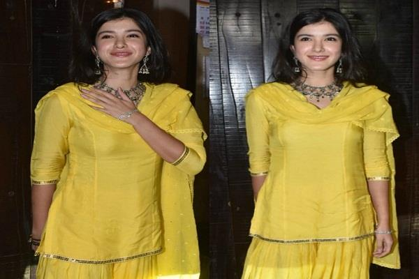 shanaya kapoor s karvachauth celebrations in traditional dress