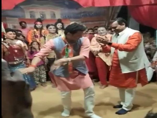 video of bjp mla sanjay pathak dancing