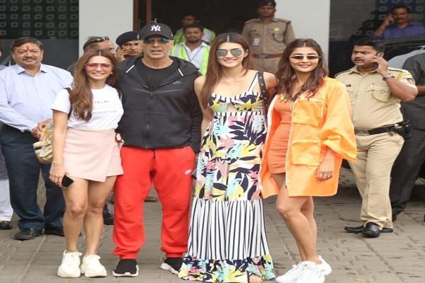 अक्षय कुमार संग 'हाउसफूल 4' की प्रमोशन में जुटीं कृति सेनन, पूजा हेगड़े और कृति खरबंदा