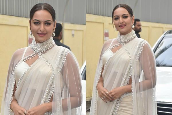 actress sonakshi sinha looked stunning during film trailer launch