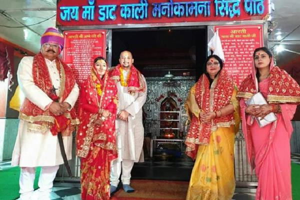 tv actress mohena singh visited temple after marriage with husband suyesh rawat