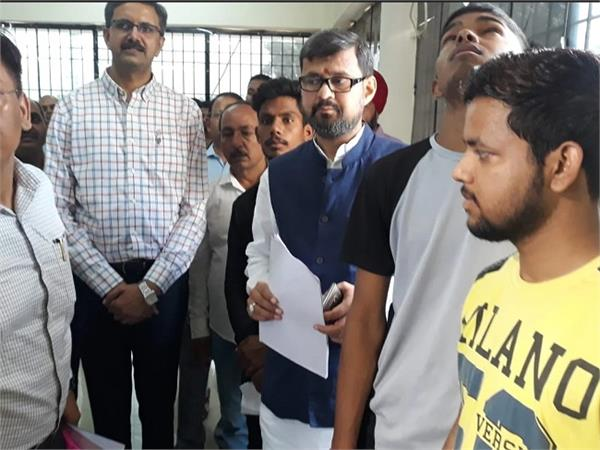 transport minister ashok katiyar engaged in line to get driving license