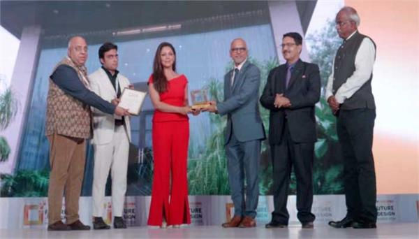 gauri khan conferred with design person of the year