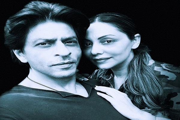 shahrukh khan shares a photo on his 28th anniversary with wife gauri khan