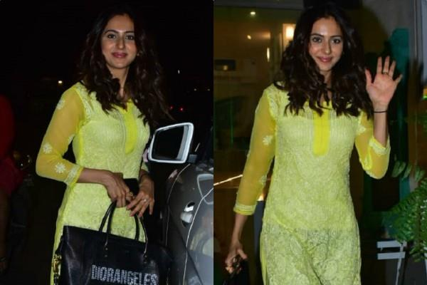 actress rakul preet singh spotted at bandra late night