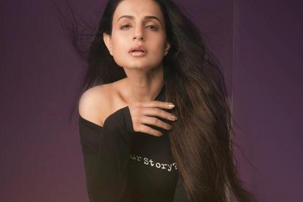 arrest warrant issued against amisha patel in cheque bounce case by ranchi court
