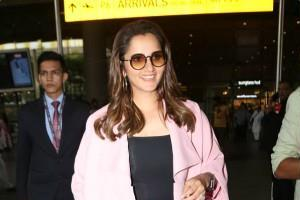 sania mirza stylish appearance at mumbai airport