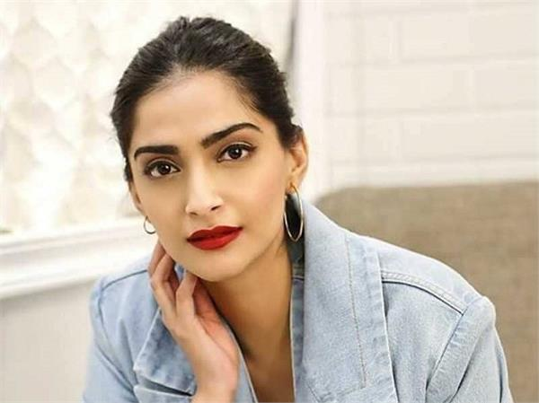 sonam kapoor give basic makeup tips for womens