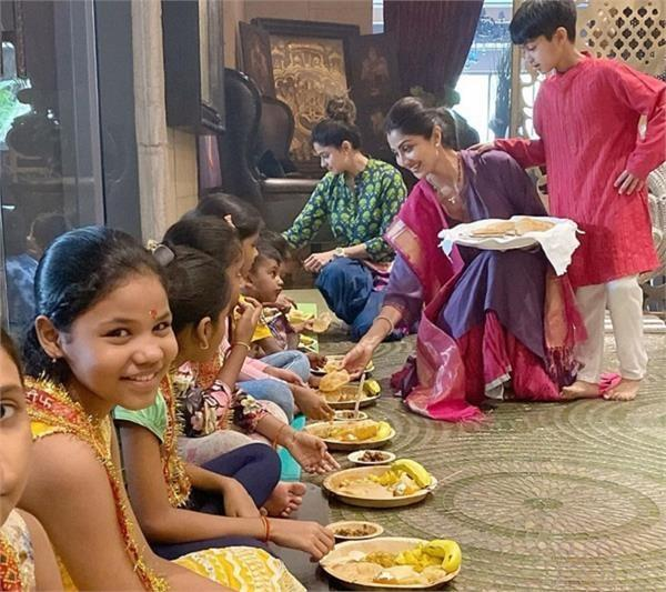 navratri special shilpa and shamita were seen serving food