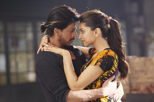 shahrukh forgot to call deepika actress reminded on twitter