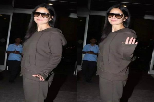 katrina looked beautiful in tracksuit on airport