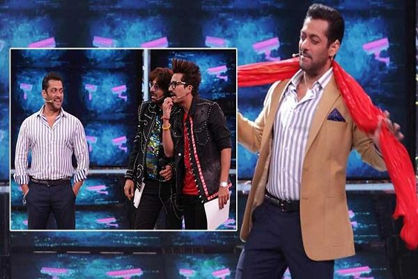 nawazuddin siddiqui and sunil grover arrives at bigboss  house