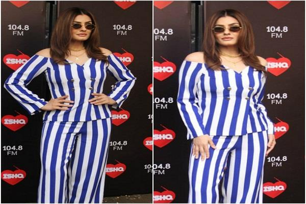 raveena tandon spotted outside fm channel posed for photographers