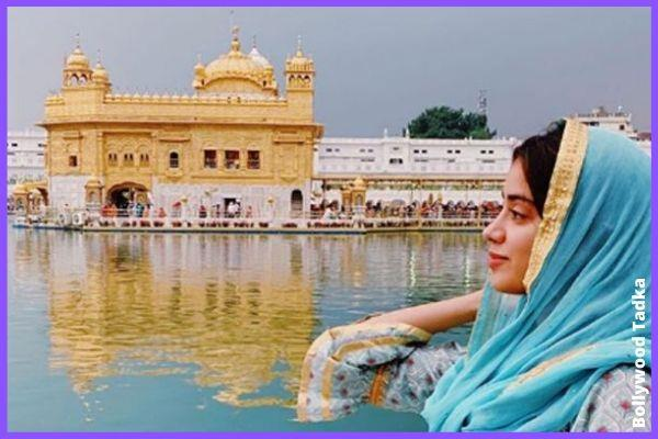 jhanvi kapoor reached at amrtisar golden temple