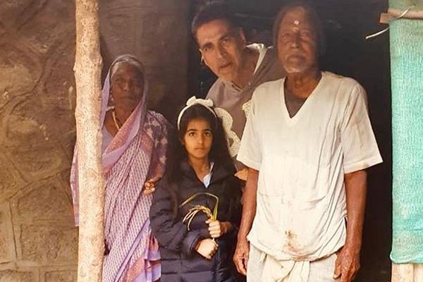akshay takes daughter nitara for morning walk it turns to be life lesson