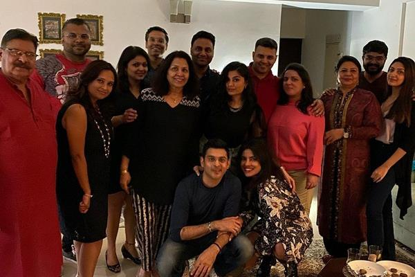 priyanka chopra enjoying time with family in delhi