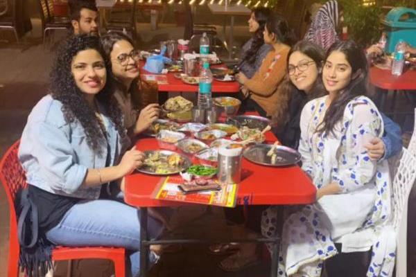 janhvi kapoor enjoy punjabi food in chandigarh with dostana 2 cast