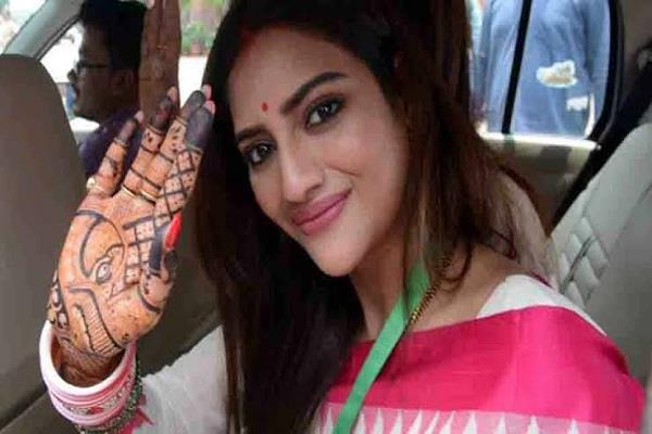 nusrat jahan returned home from the hospital shares a video