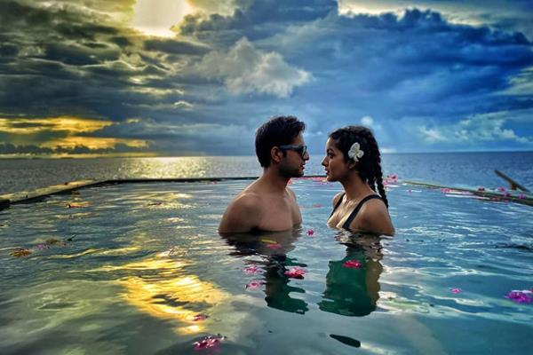 tanushree sister ishita dutta celebrates anniversary in maldives with husband