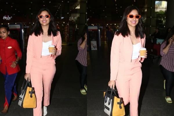 parineeti chopra looks trendy as she spotted at airport