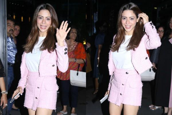 aamna sharif spotted at restaurant