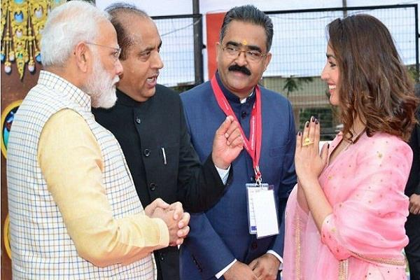 this actress charged 10 lakhs to welcome pm modi