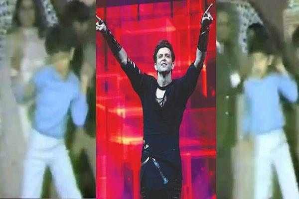 hrithik did dance on amitabh style in dj mother shared video