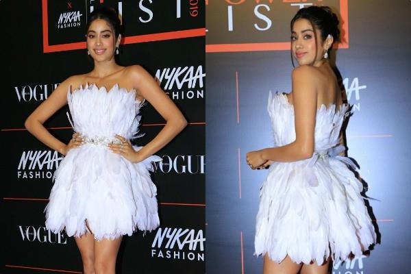 janhvi kapoor looks bold at vogue x nykaa fashion event