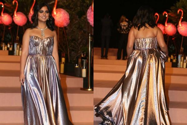 isha ambani piramal looks gorgeous in metallic dress