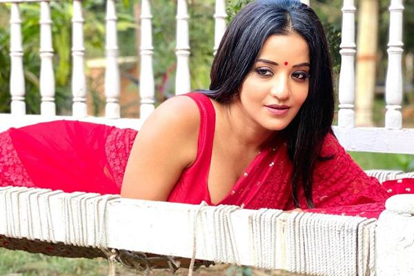 monalisa looks beautiful in latest pictures