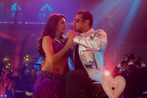 salman dances with new munni in  munna badnaam hua  fans remember malaika