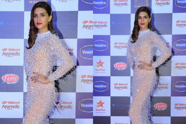 kriti sanon flaunts her perfect figure in bodycon dress