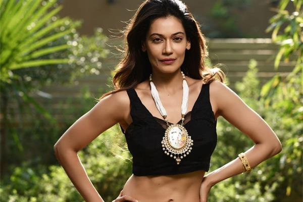 payal rohatgi sent to jail over making controversial video on nehru