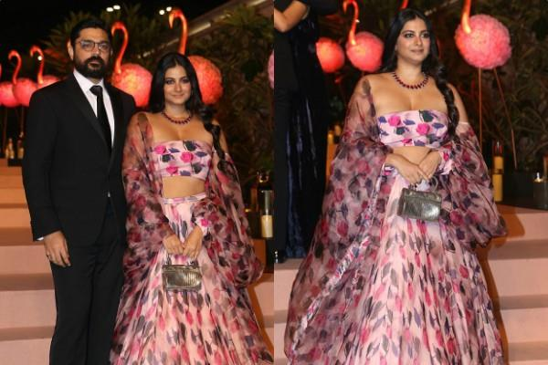 rhea kapoor looks hot as she spotted at isha ambani party with boyfriend