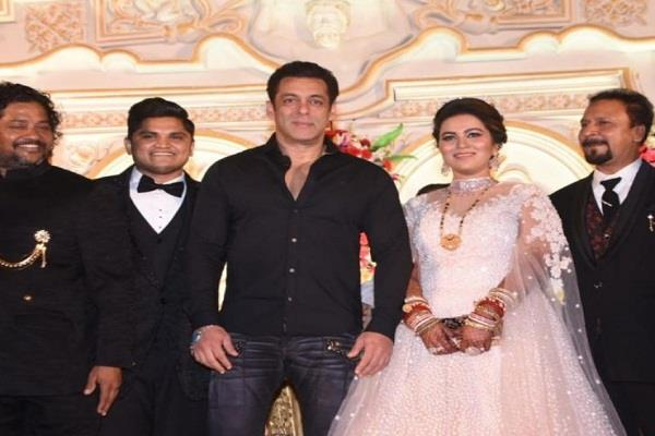 salman khan attend marriage of makeup artist raju son