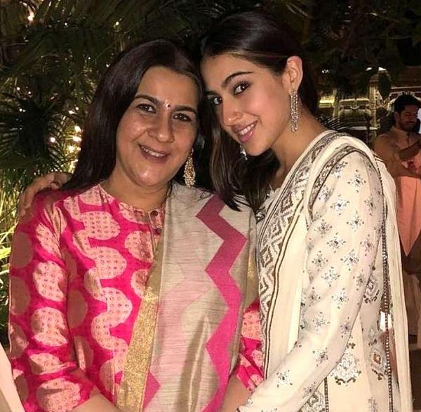 sara ali khan reached dehradun police station with mother amrita singh