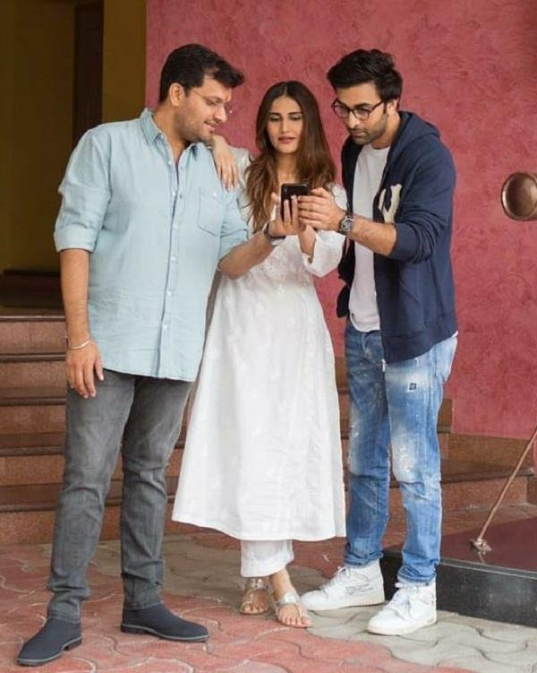 vaani kapoor share a picture with co star ranbir kapoor from film shamshera