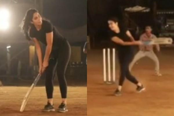 katrina kaif enjoy cricket