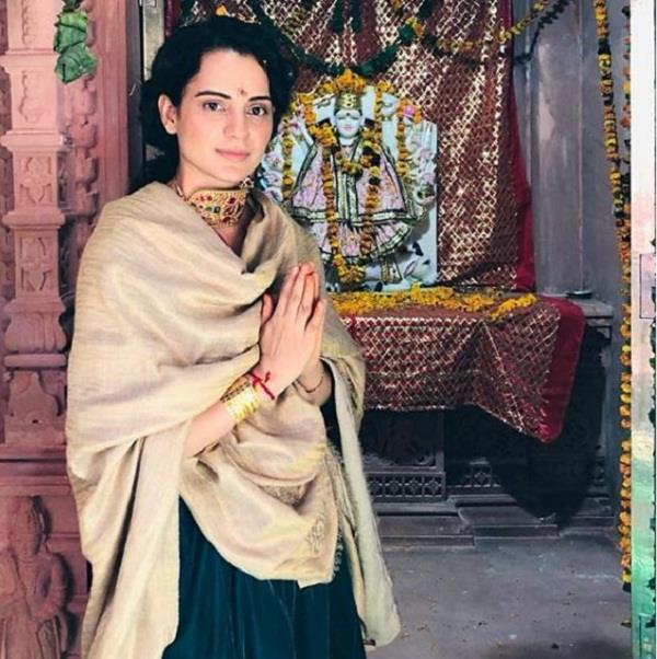 kangana ranaut seeks blessings at temple