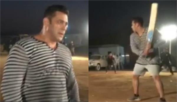 salman khan enjoy cricket