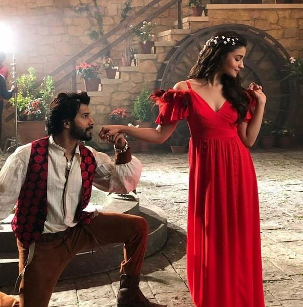 varun dhawan alia bhatt to be cast in coolie no 1 remake