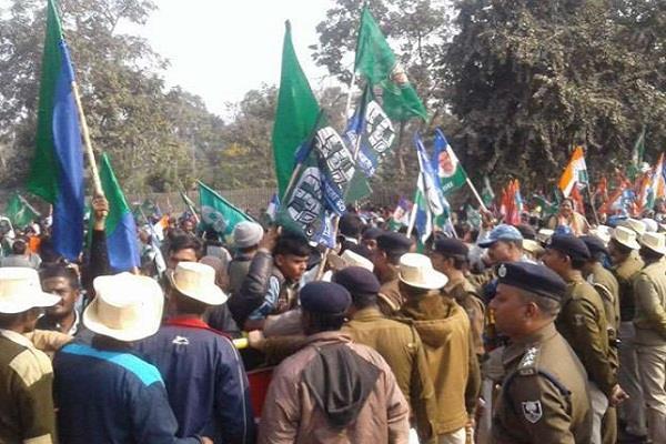 raj bhavan march of the leaders of the alliance