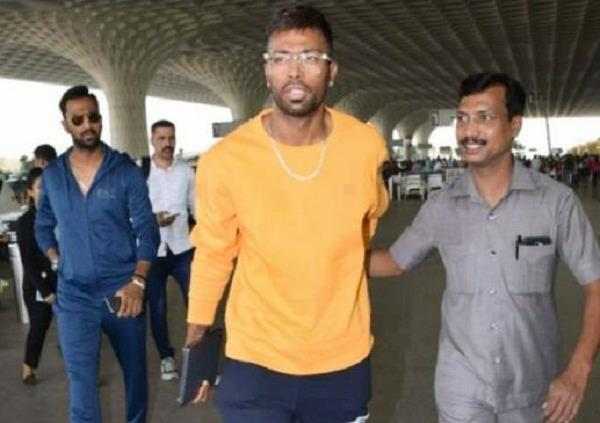 after controversy in koffee with karan show hardik pandya spot on airport