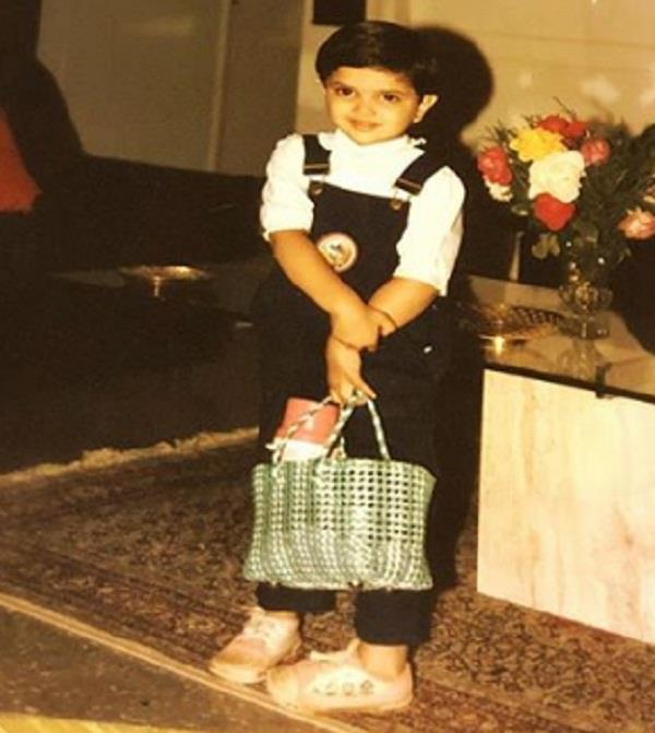 deepika padukone share throwback pictures