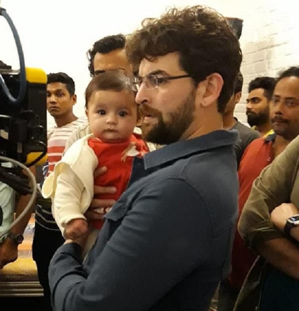 neil nitin mukesh with daughter nurvi pictures