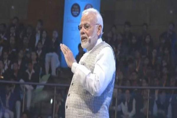 prime minister narendra modi students  parents pariksha pe charcha