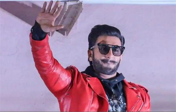 ranveer singh perform gully boy rap song at a delhi wedding