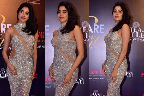 janhvi kapoor hot look at filmfare style and glamour awards